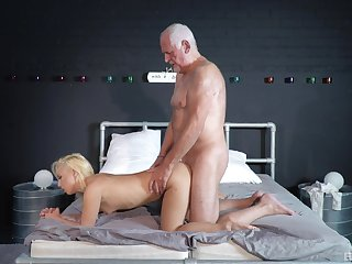 Striptease and passionate sex between an doyenne guy and Daisy Dawkins