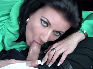 Ball-sucking brunette MILF issues oral pleasures in the vehicle