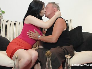 Brunette nympho Sheril Blosso enjoys casual sexual congress with patriarch