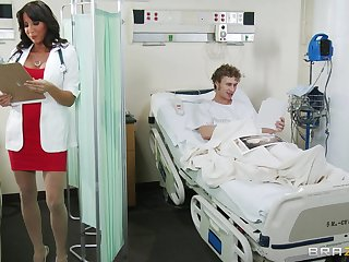 Busty mature secretary Lezley Zen loves alongside have a passion with her patient