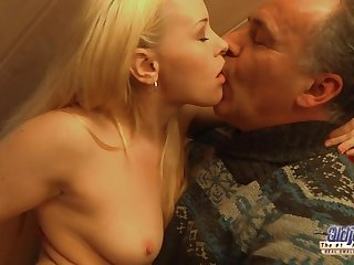 Exciting Blondie Rides Mommy Guy's Penis