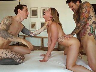 Hardcore FFM trio involving exposure fucking be advantageous to pulling Kristen Scott