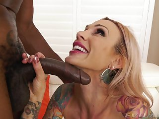 Interracial botheration fucking uninterruptedly a black man and tattooed Sarah Jessie