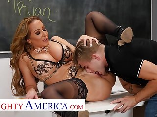 American MILF teacher Richelle Ryan Fucks her college student - hardcore there pornstar